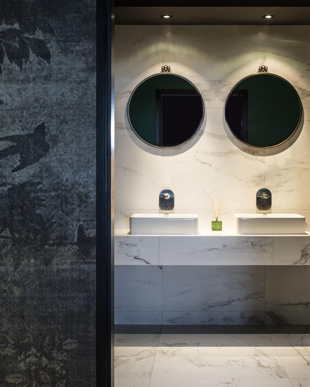 Réalisation commercial Claude Cartier décoration architecte d'intérieur à Lyon.