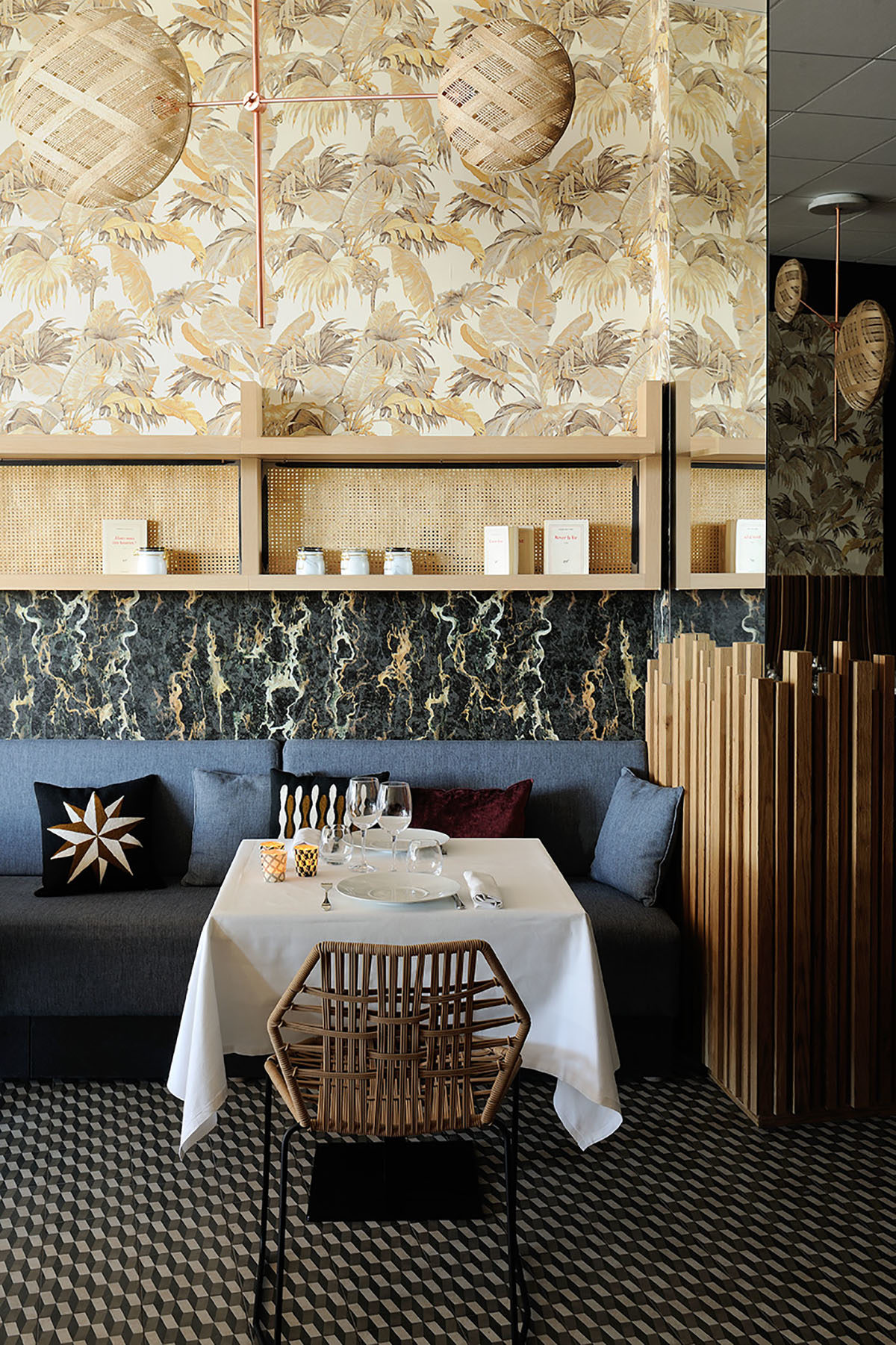 r alisations restaurant le mille feuilles claude cartier d coration. Black Bedroom Furniture Sets. Home Design Ideas