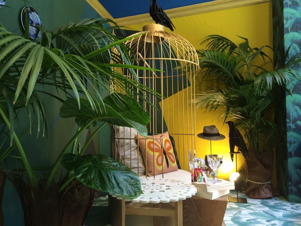 Vitrine d'été chez Ressource. Actualité Claude Cartier décoration architecte d'intérieur à Lyon.